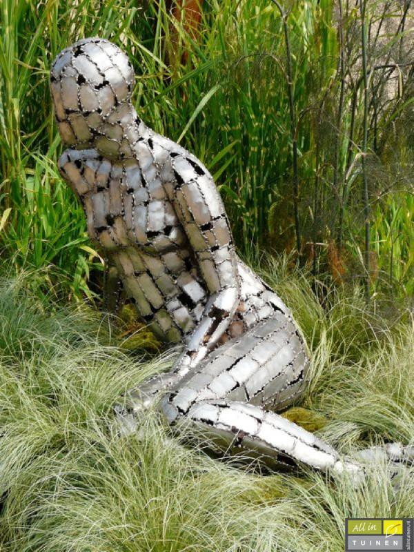 stalen kunst in tuin