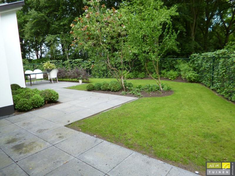Jaren 70 tuin omgeturnd tot moderne strakke leeftuin met oog voor detail 005