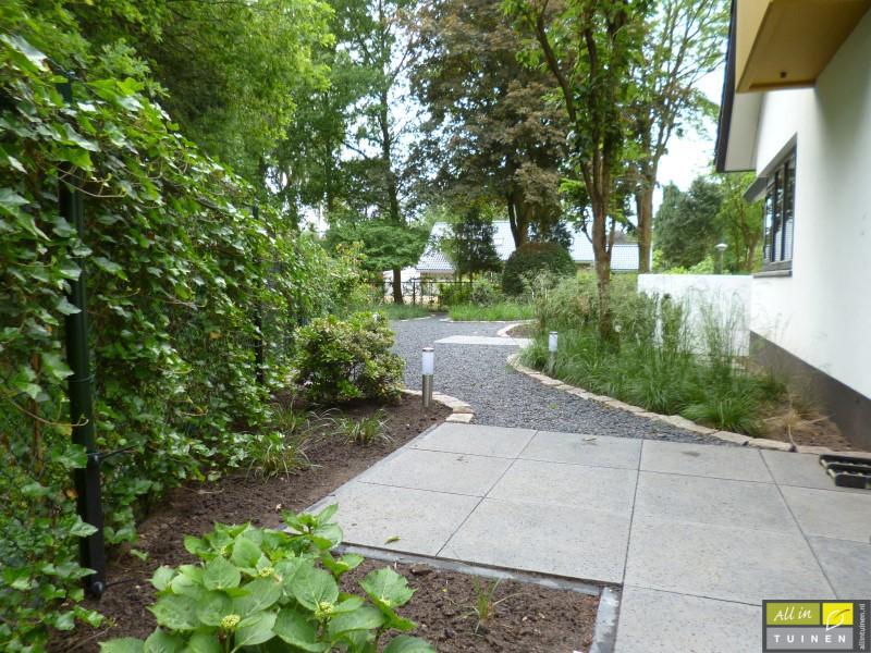 Jaren 70 tuin omgeturnd tot moderne strakke leeftuin met oog voor detail 006