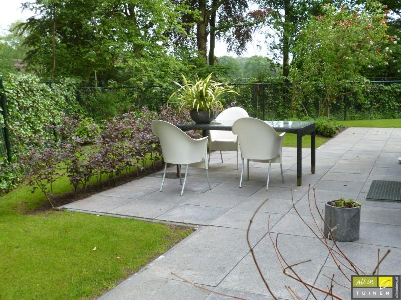 Jaren 70 tuin omgeturnd tot moderne strakke leeftuin met oog voor detail 008