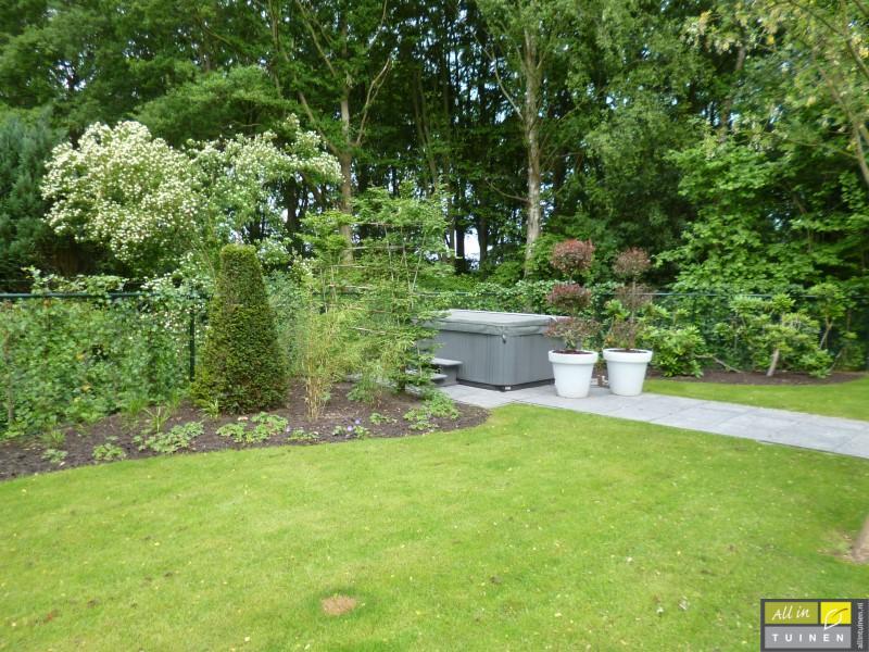 Jaren 70 tuin omgeturnd tot moderne strakke leeftuin met oog voor detail 009