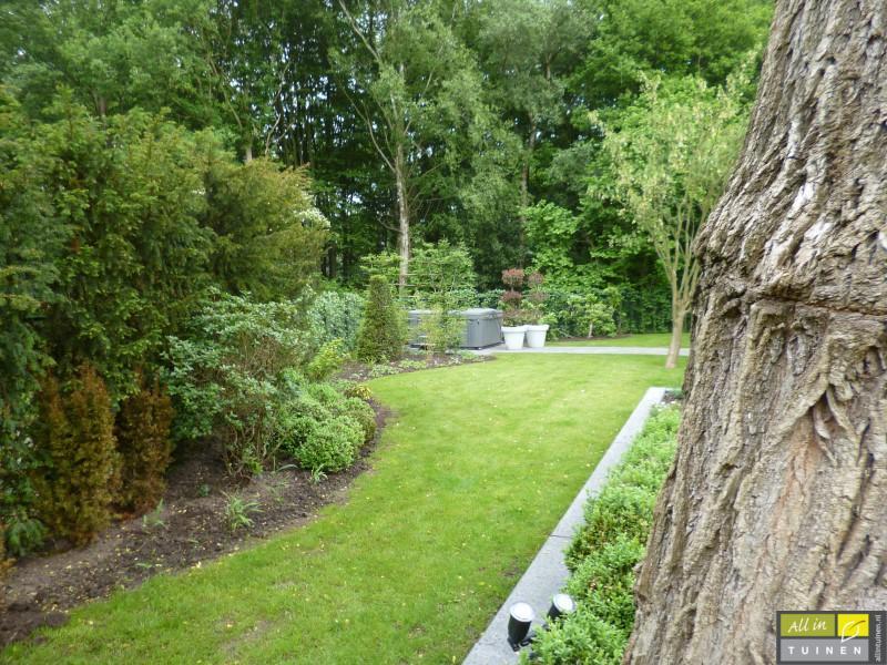 Jaren 70 tuin omgeturnd tot moderne strakke leeftuin met oog voor detail 010