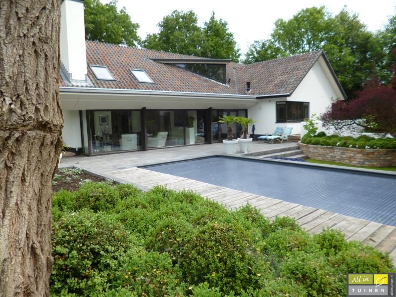 Jaren 70 tuin omgeturnd tot moderne strakke leeftuin met oog voor detail 011