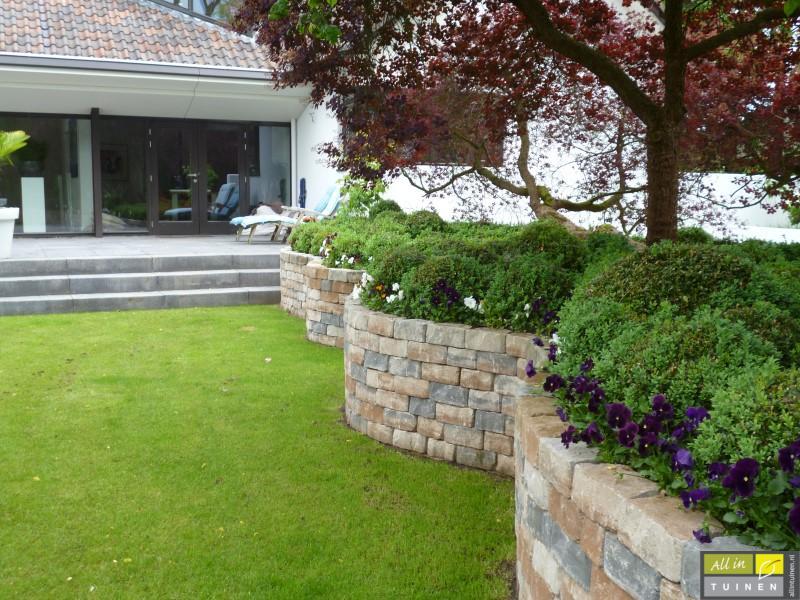 Jaren 70 tuin omgeturnd tot moderne strakke leeftuin met oog voor detail 013