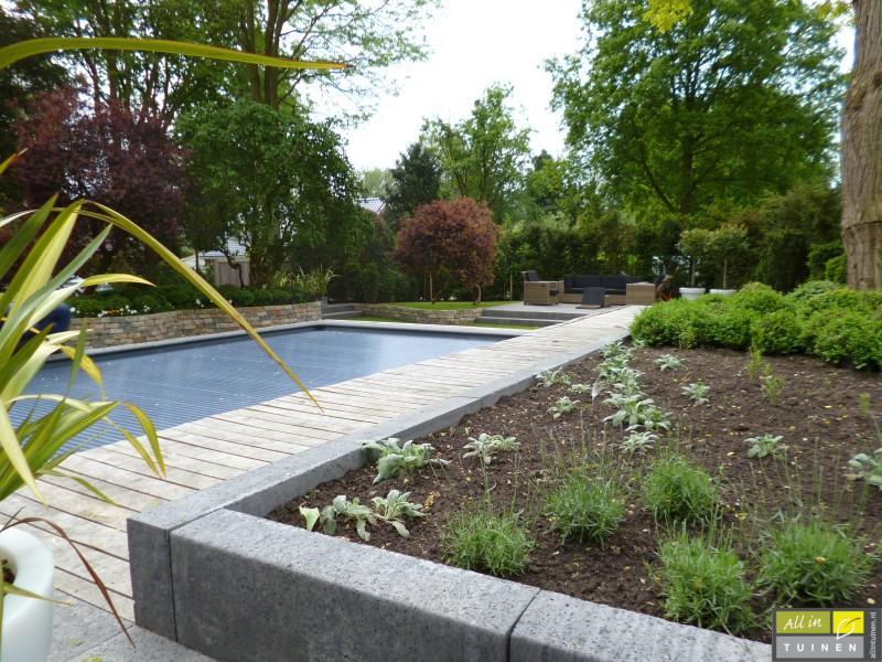 Jaren 70 tuin omgeturnd tot moderne strakke leeftuin met oog voor detail 016